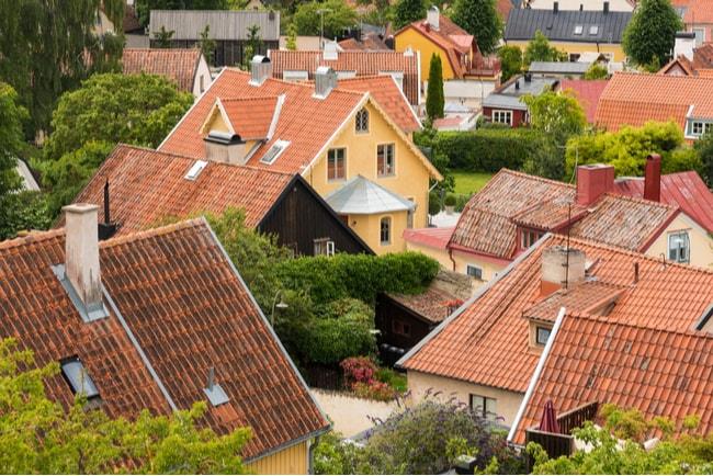 Vy över hustaken i ett villaområde