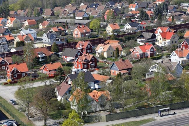 Vy över bostadsområde i förort till Stockholm