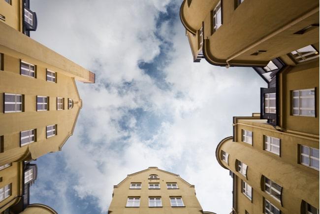 husfasader från nedifrån-perspektiv
