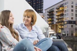 Över hälften av alla föräldrar sparar pengar till sina barns bostäder