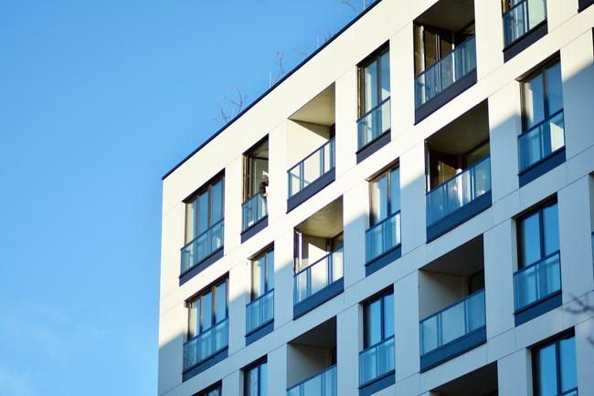 nybyggda moderna lägenheter